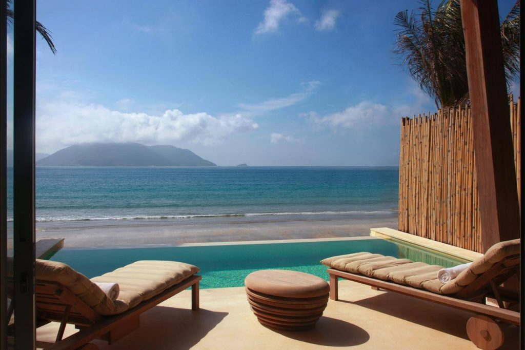 Foreigners should stay in 8 best beach resorts in Vietnam