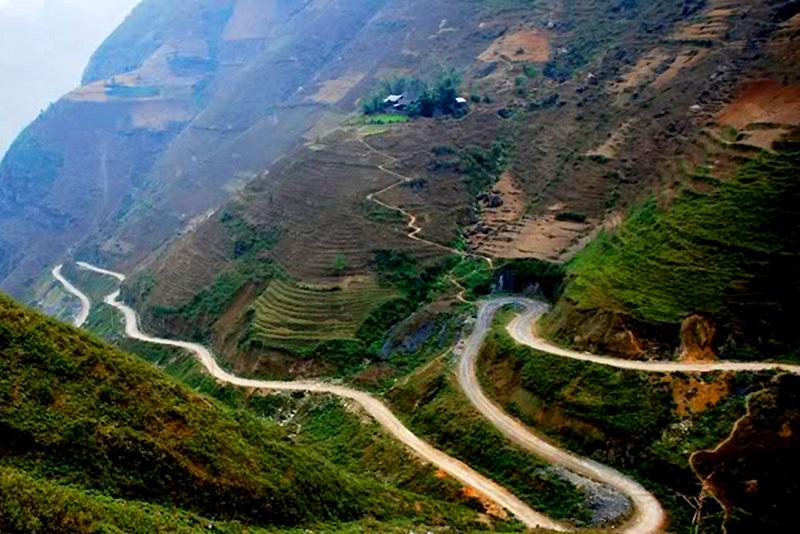 Chinh phục cung đèo Mã Pí Lèng hiểm trở bậc nhất Việt Nam